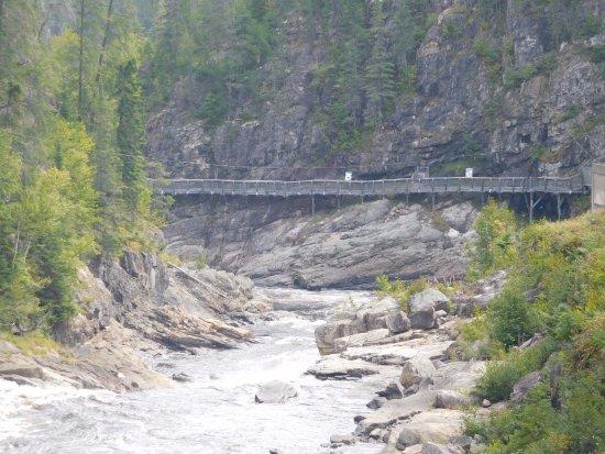 Parc de la Caverne Trou de la Fee: la rivière