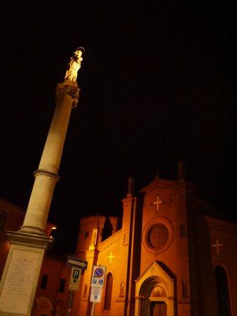 Chiesa di San Martino : 夜は神秘的な雰囲気