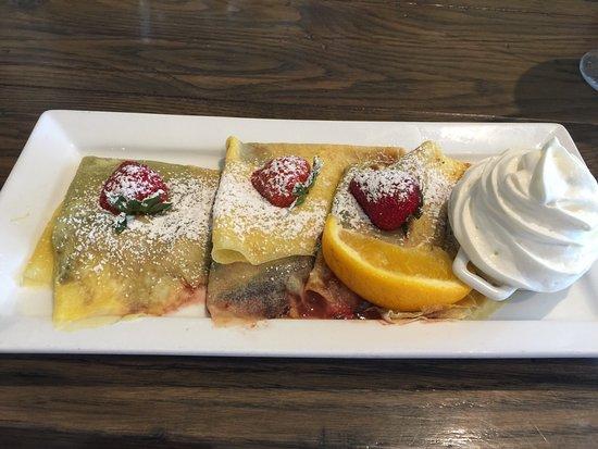 Promenade Cafe and Wine : Nutella and Strawberry Crepe..yum!