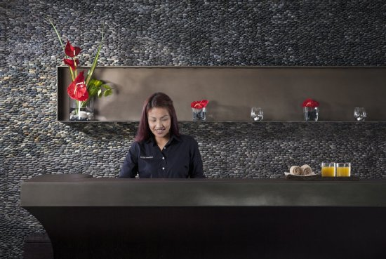 Hotel Renew: NEWResort Front Desk Woman XF