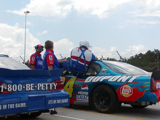 Richard Petty Driving Experience: Getting into your ride