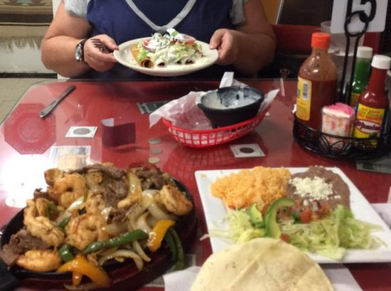 Hillsborough, Северная Каролина: A great meal at Ixtapa.