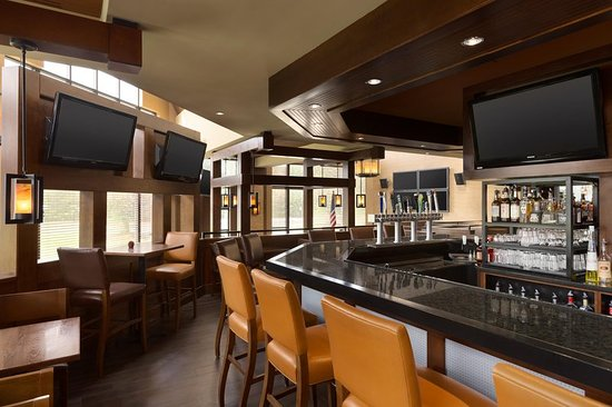 Doubletree by Hilton Hotel Hartford - Bradley Airport : Shade Bar and Grill