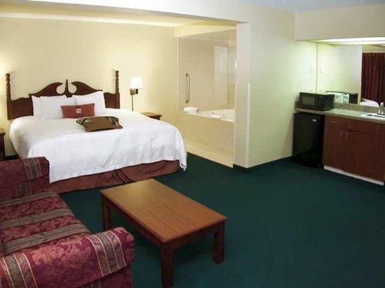 Dickson, TN: Suite