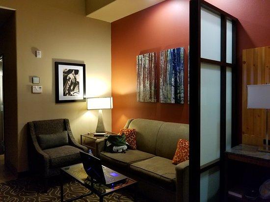 Best Western Premier Ivy Inn & Suites: Premium bath products, great menu, wonderful room