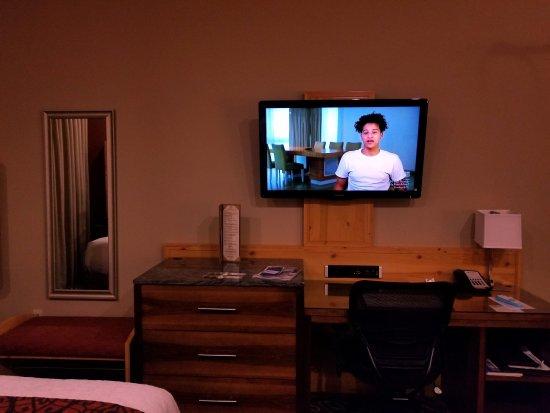 Best Western Premier Ivy Inn & Suites : Premium bath products, great menu, wonderful room