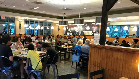 Souplantation: Very crowded on weekends