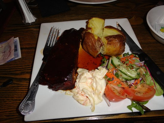 Boscastle, UK: Ribs and veggies