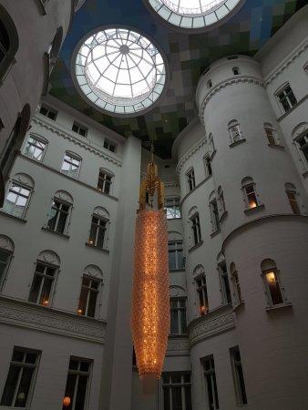 Nobis Hotel: Innnehof = Lounge