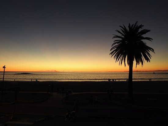 Col'Cacchio Camps Bay : As day becomes night