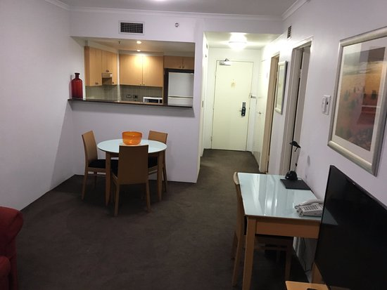 Medina Serviced Apartments Martin Place: Kitchen/lounge area