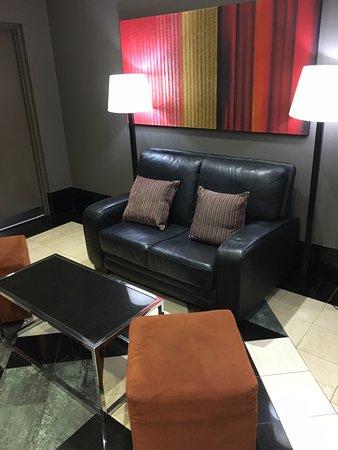 ميدينا سيرفيسد أبارتمينتس مارتن بلاس: Reception seating