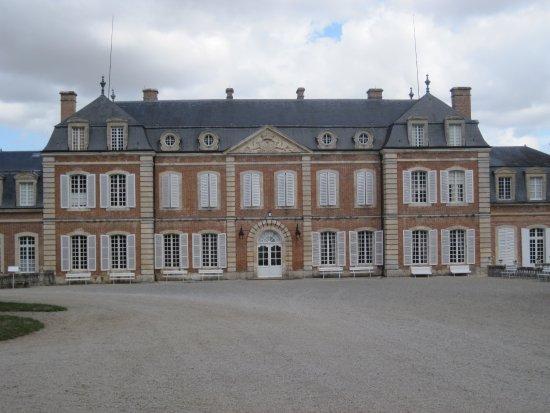 Saint-Christophe-le-Jajolet, Francja: Front with entrance door (centre)