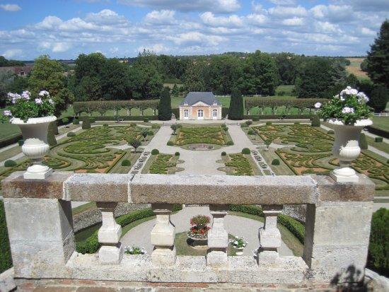 Saint-Christophe-le-Jajolet, Francja: Formal gardens