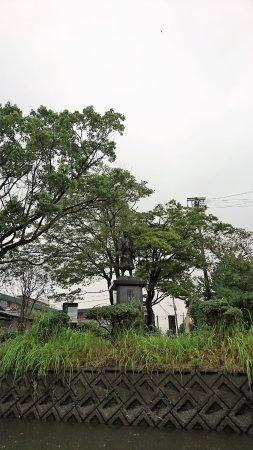Yoshimasa Tanaka Statue: 中吉政公之像