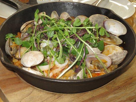 Celilo Restaurant & Bar: pan roasted paella