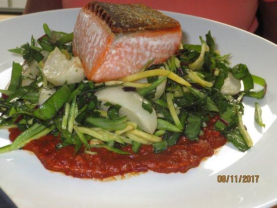 Celilo Restaurant & Bar: wild salmon