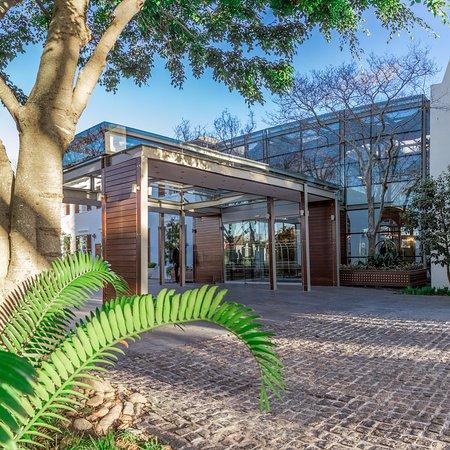Vineyard Hotel: Front Entrance