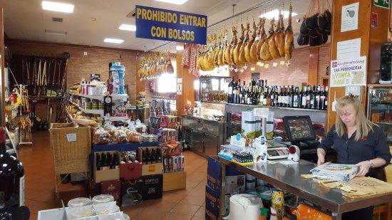Castillo de Garcimunoz, Espagne : Puedes comprar souvenirs o articulos gastronomicos de la zona
