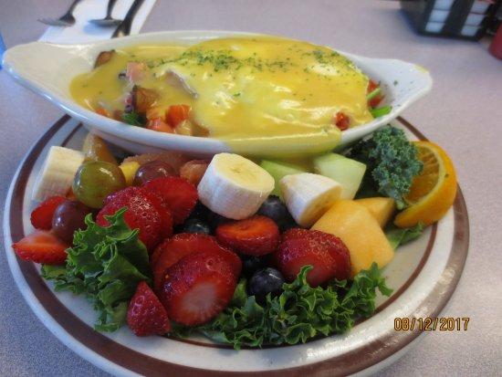 Bette's Place : eggs Florentine w/fruit