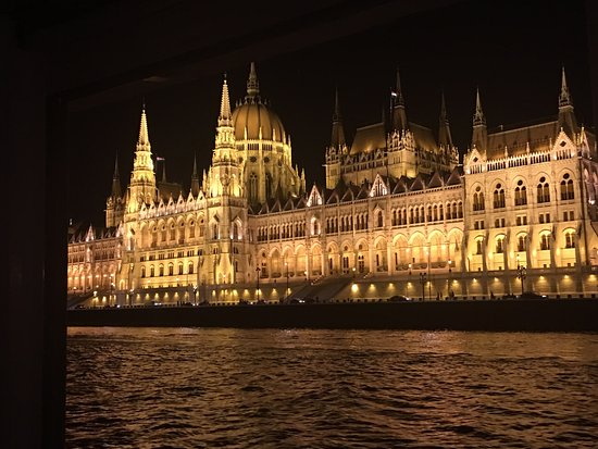 Admiral River Cruises : Priceless view of the city of Budapest through Admiral Cruise! Lovely and relaxing boat ride!