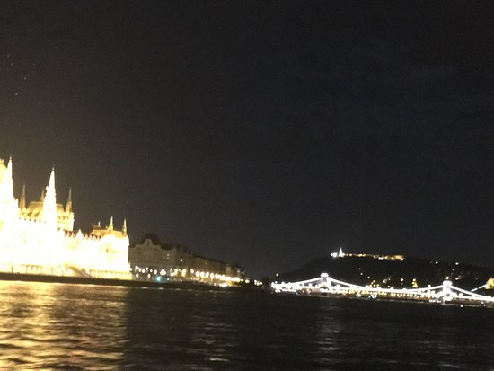 Admiral River Cruises : Chain Bridge