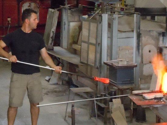 Guarnieri Glass Factory: maestro artesanal