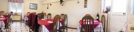 Arredondo, Spain: El comedor de Casa Marcos.