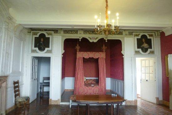Chambre de Vienne. Alcove fin XVIIè - Picture of Chateau de ...