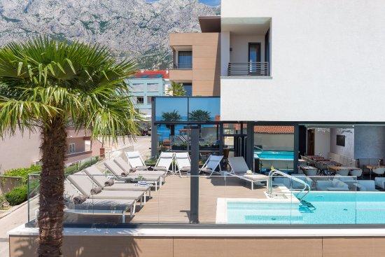 Pool - Picture of Hotel Ani, Makarska - Tripadvisor