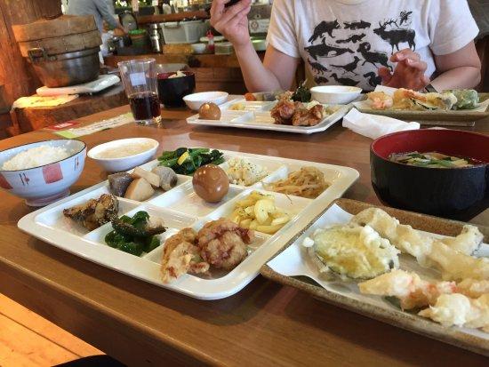 Ozu-machi, Japón: 右が天ぷらです
