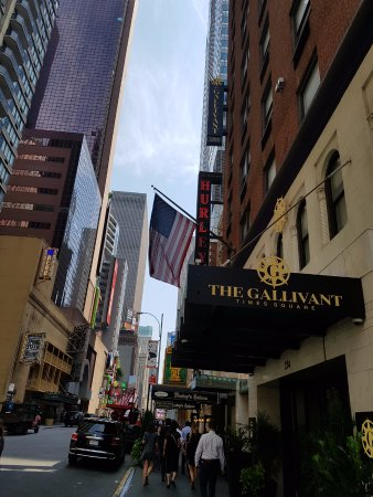 hotel s side view picture of the gallivant times square. Black Bedroom Furniture Sets. Home Design Ideas