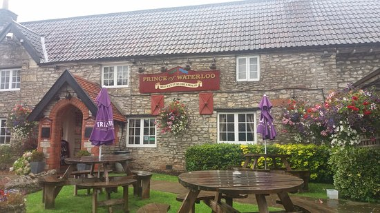 Winford, UK: Front of the Pub. B&B Accommodation is in a separate house.