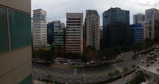 Grand InterContinental Seoul Parnas : Aussicht zur Straßenseite