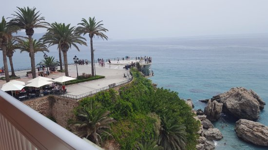 Hotel Balcon de Europa: The Balcon de Europe promenade from the room balcony