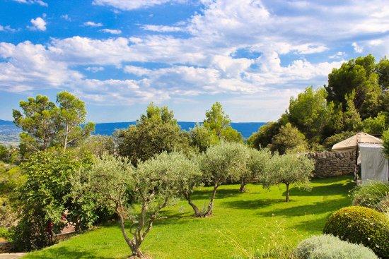 Jardin picture of le petit palais d 39 aglae gordes tripadvisor - Petit jardin proven nimes ...