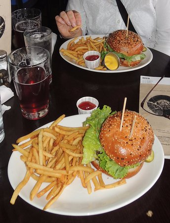 Jasper Brewing Company: Burger and Beers