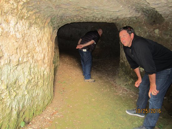 San Pietro Infine, Italie : In the caves above the John Huston.. where people sheltered during allied bombing in 1944