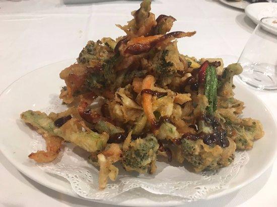 Balandro: Tempura de verdura con salsa agripicante.