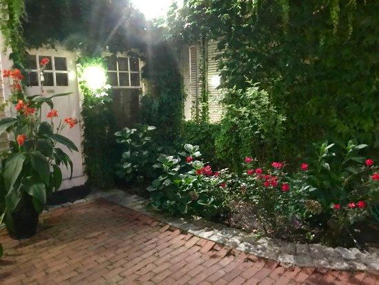 Pelham Court Hotel: Beautiful courtyard
