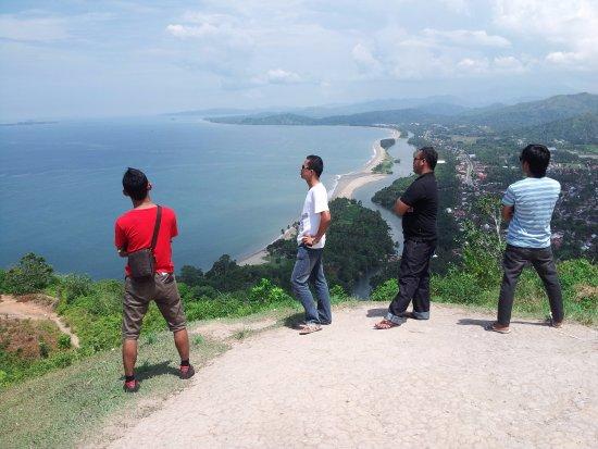puncak bukit langkisau painan kab.pesisir selatan sumatera barat. menikmati pemandangan yang ind