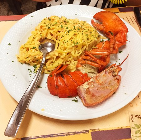 Trattoria Pizzeria Al Funghetto: Lobster pasta, which proved to be a hit with my 12 year old son, and my wife