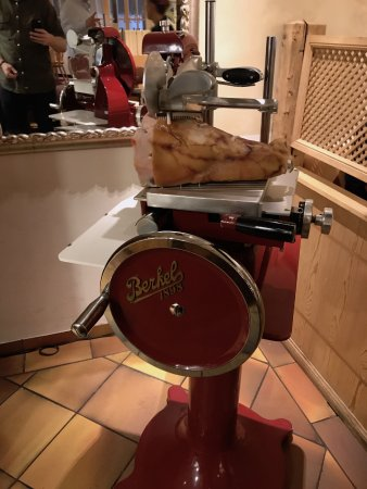 Ristorante da Elio : meat slicer