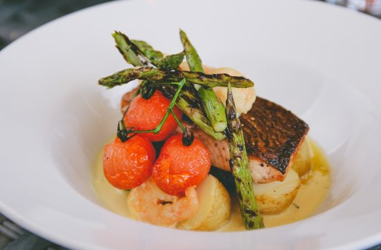 Stonehouse, UK: Roasted Salmon, asparagus, sautee potatoes, king prawns & Champagne sauce