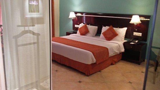 The White Hotels: IMG_20170903_121730_large.jpg