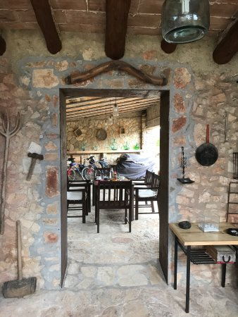 Font-Rubí, España: The Casa Del Pi Courtyard
