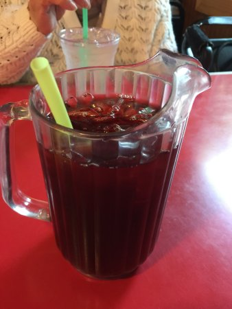 Mossyrock, WA: Ice Tea served in a small pitcher