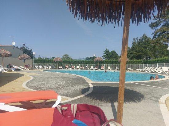 Espace enfant de la piscine picture of camping club les for Piscine enfant