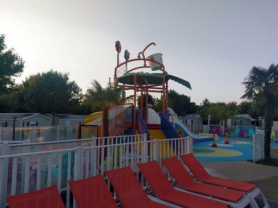 Espace enfant de la piscine picture of camping club les for Camping dives sur mer avec piscine