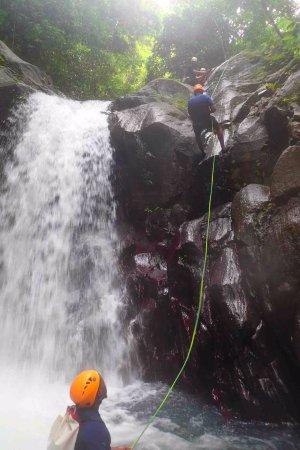 Bouillante, Guadeloupe: une des descentes en rappel